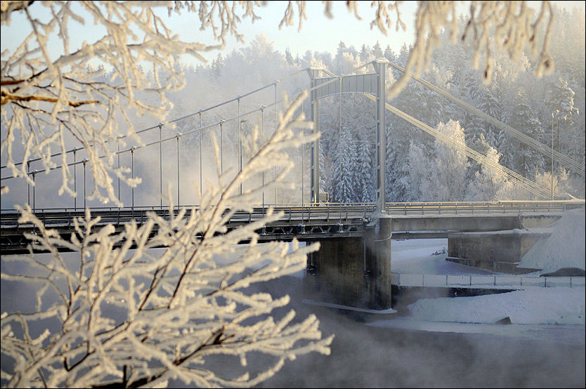 BIKKJEKALDT: Ned til bitende 30 kuldegrader kan ventes flere steder i Norge denne uken. Her er Glomma foreviget en iskald vinterdag tidligere i år. Foto: Stian Eisenträger