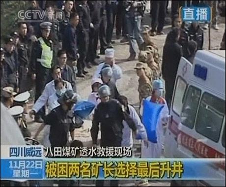 JUBEL: Lokal-TV viser videobilder av folk i området, som møtte opp og fulgte redningsaksjonen på stedet. Foto: AP