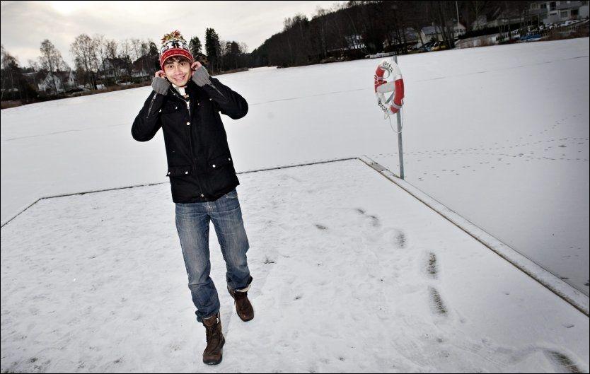VINTERIDYLL: Alexander Rybak forbereder sin nye juleturné på Kolbotn - like utenfor Oslo. - Jeg ønsker meg publikum i julegave, smiler han. Foto: Eivind Griffith Brænde