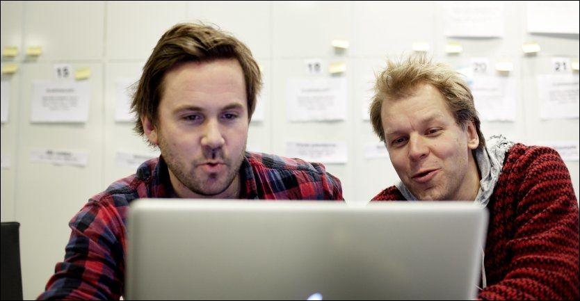 SKRIVER NY SERIE: Espen Eckbo og Kristian Ødegård er i full gang med å skrive oppfølgeren til adventsserien «Nissene på låven». Foto: Marius Knutsen.