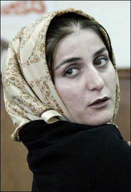 HENGT: Shahla Jahed fra Iran. Foto: AFP