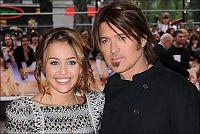 Mileys far reagerer på sjokkvideo