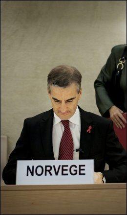 FÅR GJENNOMGÅ: Jonas Gahr Støre får kritikk for at han ble sittende i salen da Irans president talte på en FN-konferanse i Genève i april i fjor. - Noen måtte svare Iran, var Støres begrunnelse. Foto: Jørgen Braastad