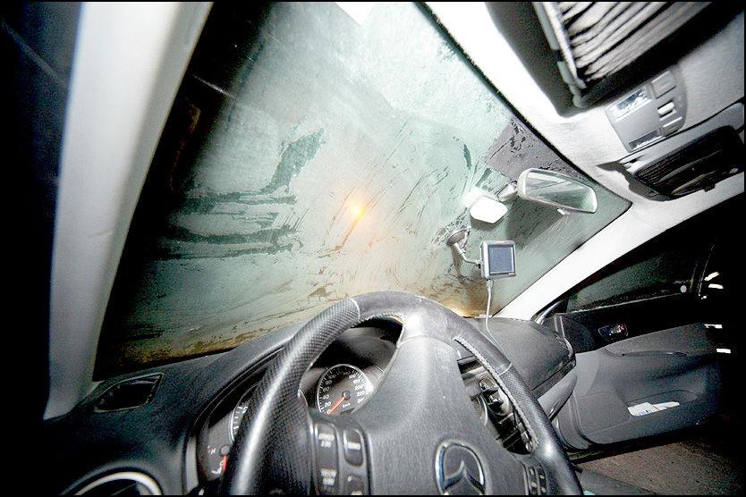ISETE RUTE: 26-åringen innrømmer at han burde stanset og skrapet frontruten på sin Mazda stasjonsvogn. Foto: Jonny Olsen
