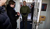 Assange møtte VG Nett hos politiet: - Jeg har vært i et svart hull