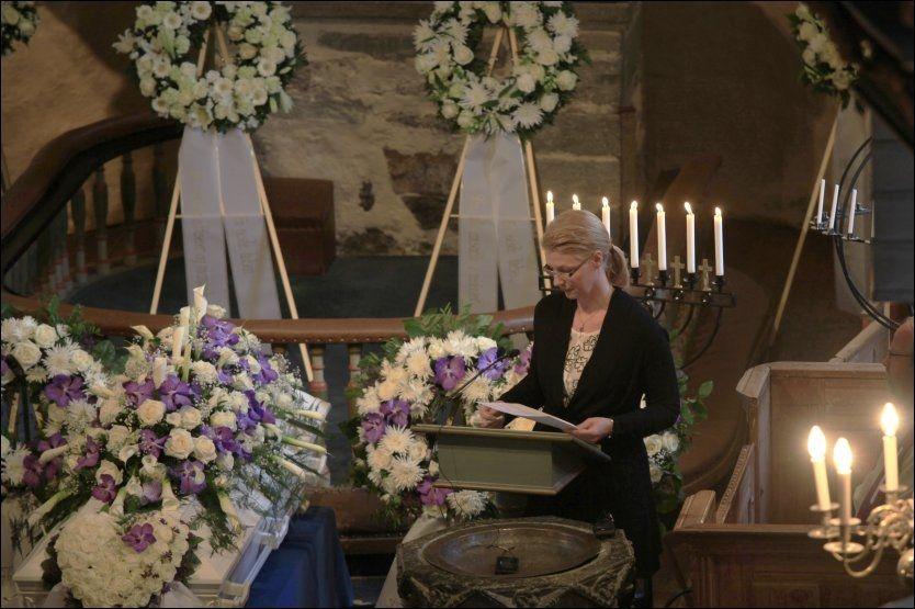 RØRENDE TALE: Ellen Uglands niese, Ellen Kristin Dahl-Pedersen, holdt en sterk tale for sin avdøde tante. Foto: Tor Erik Schrøder / Scanpix