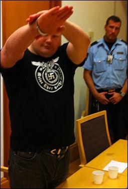 NAZIHILSEN: Da russeren Viacheslav Datsik ble fremstilt for fengsling i Oslo tingrett tidligere i år gjorde han en nazihilsen foran dommeren. Foto: Bjørnar Tommelstad