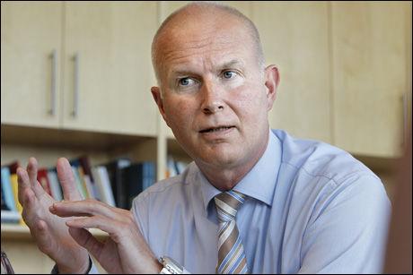 - KAN REDDE LIV: Assisterende helsedirektør Bjørn Guldvog mener man kan redde liv ved å sentralisere sykehusene. Foto: Jan Petter Lynau