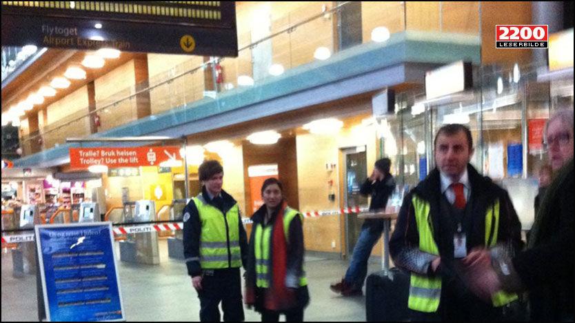 EVAKUERT: Gardermoen togstasjon er evakuert etter bombetrusselen mot et tog som står på plattform 1. Foto: Leserbilde