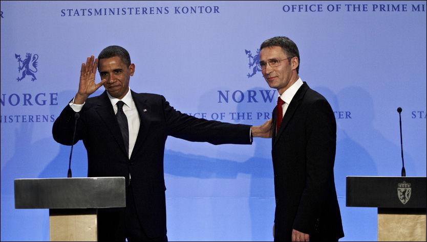 STATSLEDERE: Barack Obama og Jens Stoltenberg under pressekonferansen de holdt da førstnevnte mottok fredsprisen i Oslo i fjor. Foto: Espen Sjølingstad Hoen