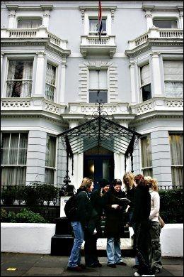 KFUK-HJEMMET: Ved Holland Park i London kan man bo rimelig i et gammelt herskapshus. Foto: TERJE VISNES.