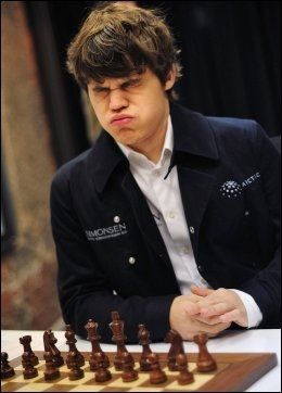 IKKE DET STORE: Magnus Carlsen har ikke noe nært forhold til selve høytiden. Foto: AFP