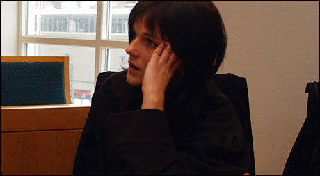 HJELPER FAMILIEN: Bistandsadvokat Verna Rege Nilssen sier at den døde jentas etterlatte er glad for at etterforskningen nå er fullført. Foto: Hugo Bergsaker