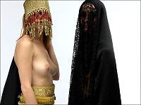 Kontroversiell moteskaper kritiserer Vesten med puppe-burka