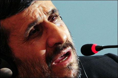 GAL? Irans president Mahmoud Ahmadinejad fikk hard omtale av den norske daværende FN-utsendingen Terje Rød-Larsen i 2006, ifølge WikiLeaks. Foto: AFP