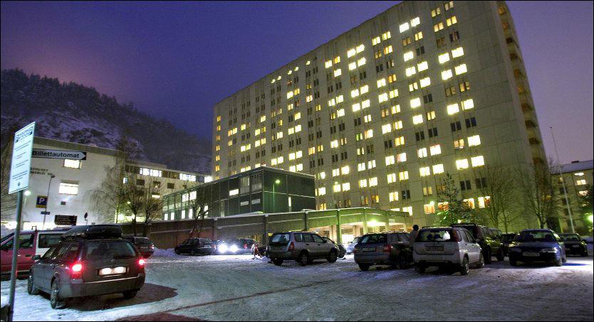 TO INNLAGT: En mann i 60-årene er lagt inn på sykehuset i Drammen etter å ha pådratt seg svineinfluensa. Arkivfoto: Jan Petter Lynau