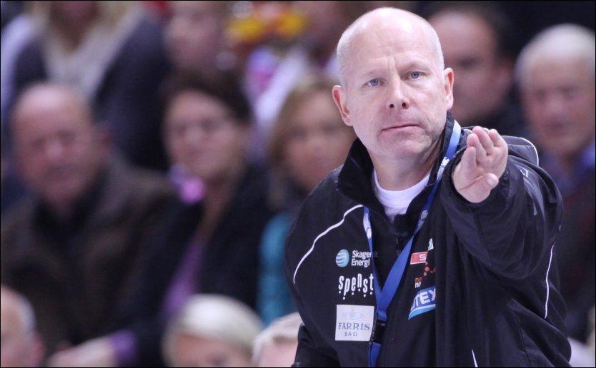 FERDIG I LARVIK: Karl Erik Bøhn er ferdig som Larvik-trener kun tre dager etter at samboer Heidi Løke forsvant til Györ. Foto: Scanpix