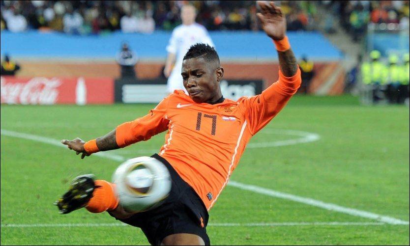 FRA ORANSJE TIL RØDT? Elia, her i aksjon under VM 2010, skal være på vei til Liverpool. Foto: PA Photos