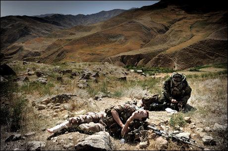 SKADET I KRIGSOMRÅDE: Fenrik Øivind Rognmo (32) ble skadet i ankelen da terrengkjøretøyet han satt i veltet ned en fjellskrent i Afghanistan i år. Han er ikke på Forsvarets liste over skadede soldater. Foto: Harald Henden
