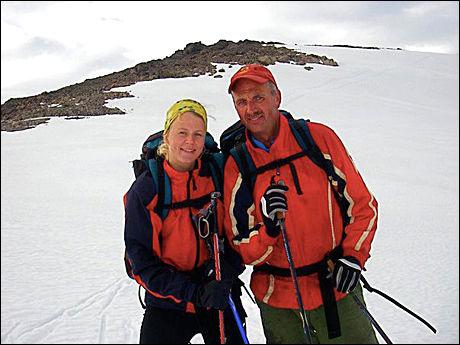 HELT: Dag Gjerstad fra Troms klarte å legge den desperate mannen i bakken da flyet hadde landet på tyrkisk jord. Her er han sammen med datteren Johanna. Foto: Privat