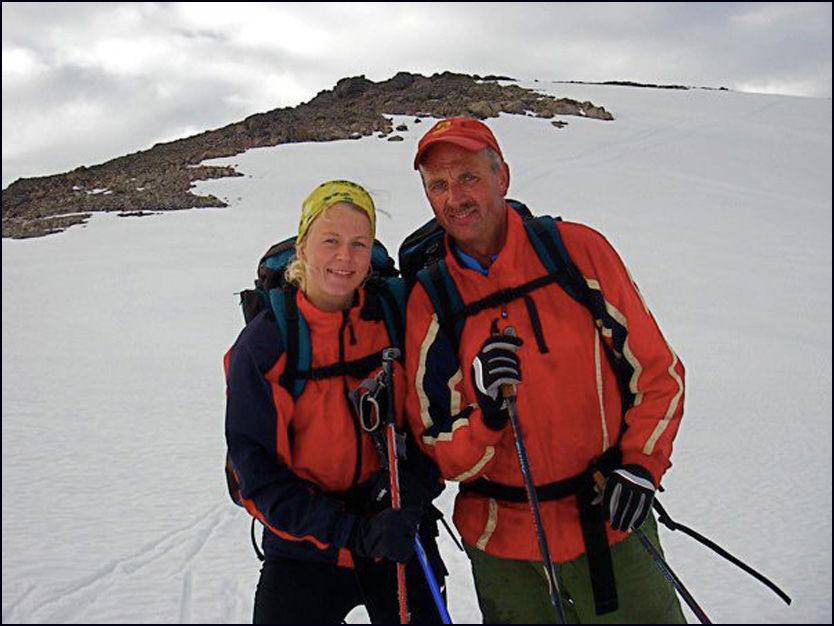 HAVNET MIDT I FLYDRAMA: Dag Gjerstad (54). Her med datteren Johanne Okslund Gjerstad. Foto: Privat