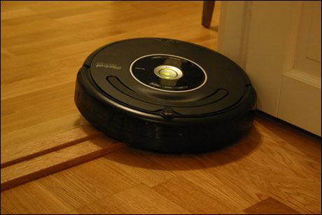 USELVSTENDIG: Roomba 581 kunne gjerne hatt et mer intuitivt arbeidsmønster. Foto: Ida Lindvall