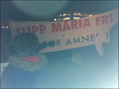 TRONDHEIM: Mange hundre var på vei til Tronheim torg for å vise sin støtte til Maria Amelie torsdag. Foto: Thor Richard Isaksen