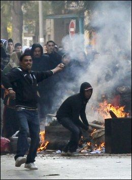 FOLKEPROTEST: De siste ukene har protestene i Tunisia blitt stadig flere og stadig med voldsomme. Foto: AP