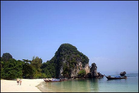 DRØMMEN: Sjekker du ut vær- og klimatabellen før du drar på Thailand-ferie er dette den oppnåelige drømmen. Her fra Koh Lanta, helt i syd. Foto: Dag Fonbæk