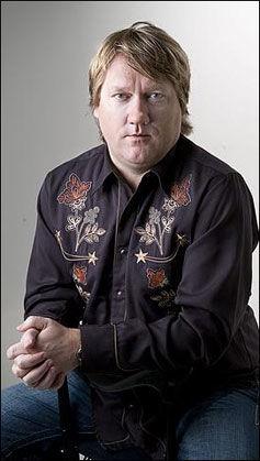 KOMMENTATOR OG TIDLIGERE ROCKEJOURNALIST: Eirik Mosveen er ansatt i VGs kommentaravdeling, men startet karrieren i musikkavisen Beat på 80-tallet.