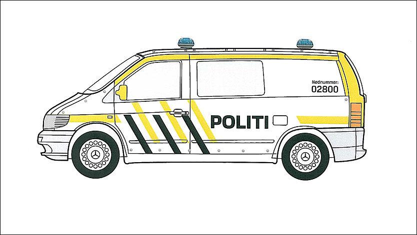 IKKE NØDNUMMER: Telefonnummeret på den nye Svarte-Marjen til politibil, er ikke et nytt nødnummer til politiet. Det er fortsat 112. 02800 er det vanlige nummeret til politiet over hele landet. Foto: Itera Gazette