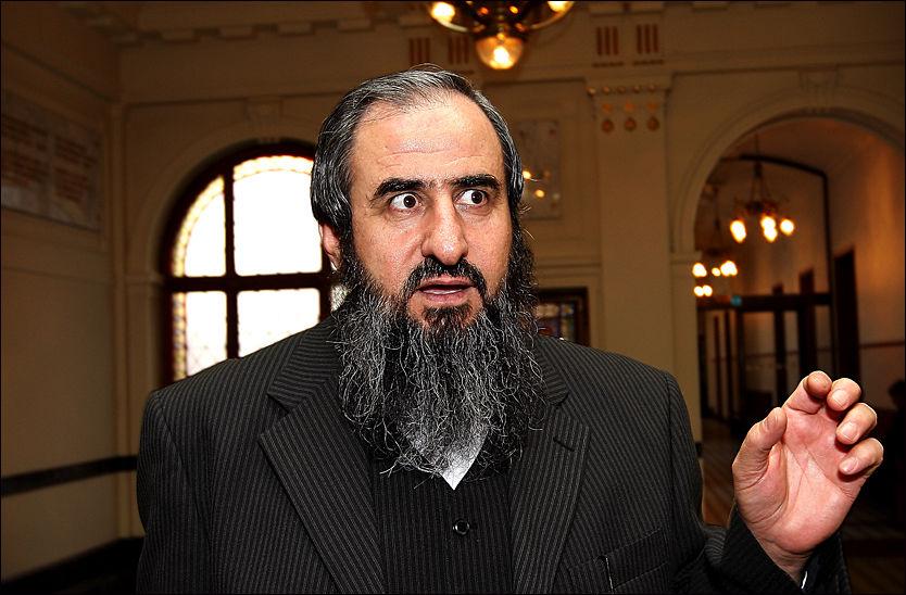 STILLER KRAV: Mullah Krekar vil ikke forlate Norge før han har fått konkrete forsikringer om hjelp fra Norge. Foto: JAN PETTER LYNAU