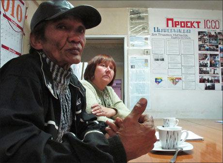 TUBERKULOSEOFFER: VG Nett har tidligere skrevet om Tolon Stoigpeevo (54), som har utviklet multiresistent tuberkulose og spiser 40 piller hver eneste dag. Foto: Sian O'Hara