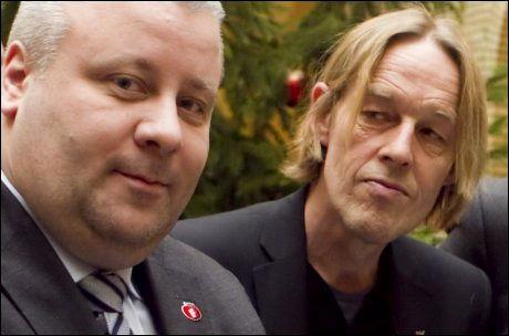 FELLES FRONT: Frps Bård Hoksrud og Hallgeir Langeland fra SV angriper Høyres tilbakeholdenhet i spørsmålet om datalagringsdirektivet. Foto: SCANPIX