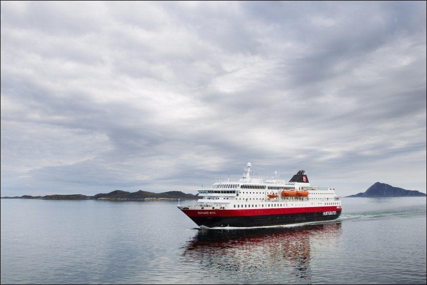 VEKKER BEGEISTRING: Her er Richard With på vei nedover Helgelandskysten. Foto: Scanpix