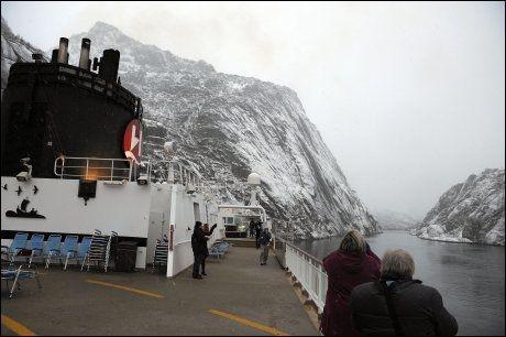 BRATTE FJELL OG DYPE FJORDER: MS Midnatsol er på vei inn i Trollfjorden. Foto: TERJE MORTENSEN / VG