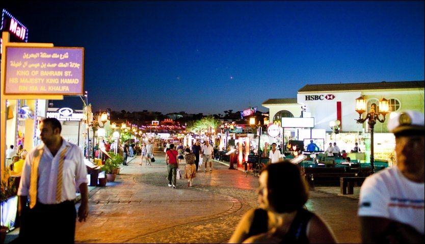 SOM NORMALT: 20101208: Kveldslivet meldes å være som normalt i turistbyene. Dette bildet ble tatt i Sharm-el-Sheik i desember. Foto: Sara Johannessen / VG