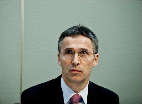 STØTTER STØRE: Statsminister Jens Stoltenberg forsvarer telefonsamtalene som utenriksminister Jonas Gahr Støre har gjennomført med ledende Hamas-topper. Foto: Scanpix