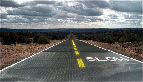DRØM: Et amerikansk firma vil utvikle fremtidens veier, som samler strøm, holder seg selv isfrie og kan lade elbiler. Foto: Solar Roadways