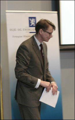 UTVALGSLEDER: Leder for utvalg 3, Fredrik M.Baldursson, la frem sin rapport om sjøkabel-alternativet tirsdag. Foto: Scanpix