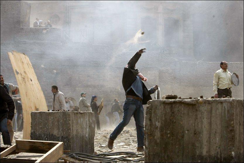 SAMMENSTØT: Det meldes om skuddveksling og kraftige sammenstøt i Kairo torsdag. Foto: AFP