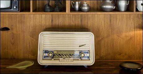 SLUTT: Gamle radioapparater vil være bruksløse etter 2017. Foto: Scanpix.