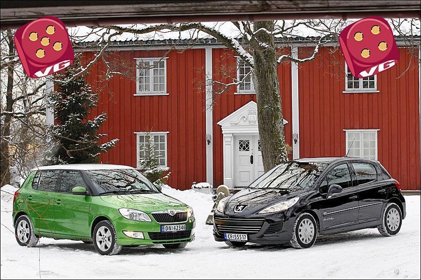 RIMELIG GREIE: Både SKoda Fabia og Peugeot 207 kan du få til under 200.000 kroner, de bruker lite drivstoff og fungerer helt greit på de fleste felter. Her er bilen avbildet på Vøienvolden gård i Oslo. Avbildet Skoda-modell er varianten med 1,2-liters bensinmotor. Foto: Jan Petter Lynau