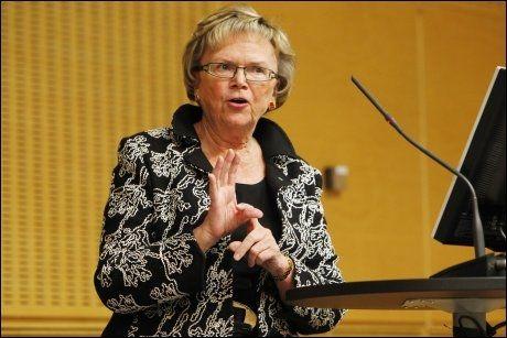 STILLER SPØRSMÅL: Samferdselsminister Magnhild Meltveit Kleppa stiller spørsmål ved påstanden om at datalagringsdirektivet vil føre til oppklaring av flere forbrytelser. Foto: Scanpix
