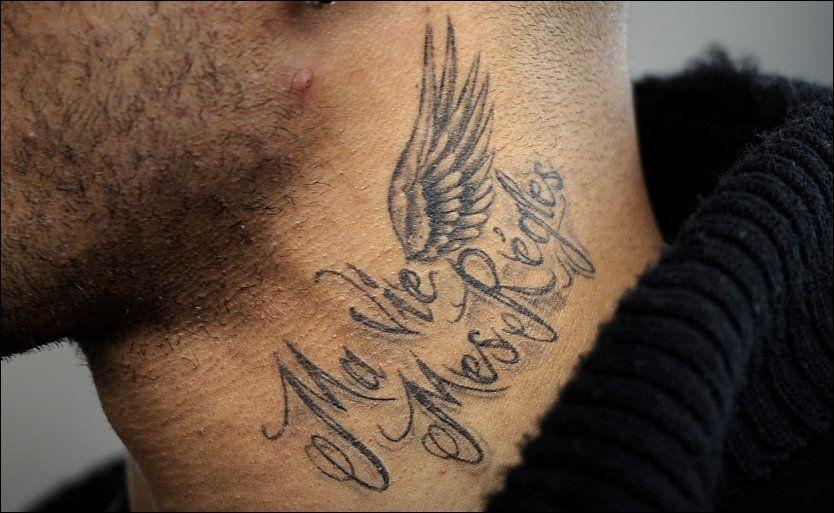 FEIL: Flere franskeksperter mener aksenten i John Carews nye tatovering er feil. Foto: Bjørn S. Delebekk, VG