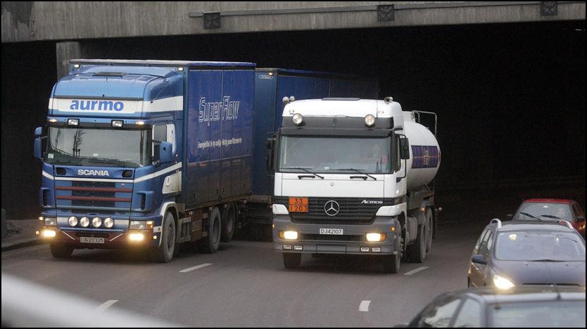 KJØRER OMVEI: Flere vogntogsjåfører velger å kjøre om Oslo fremfor å ta seg frem langs kysten på Vestlandet. Sjåførene sparer om lag 4000 kroner på omveien. Foto: Illustrasjonsfoto: Jan Petter Lynau/VG