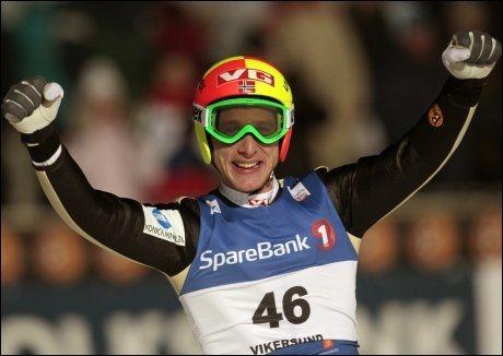 LENGSTE HOPP: Johan Remen Evensen hoppet hele 246,5 meter i Vikersund. Aldri før er det hoppet så langt på ski. Foto: Scanpix