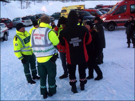 STORE MANNSKAPER: Flere helikopter, hunder og et store letemannskaper ble satt inn i søket etter de tre savnede skigåerne. Foto: Hallgeir Vågenes