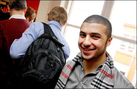 GÅFORSKER: Ganglag som biometrisk faktor er Mohammed Omar Dewaris spesialfelt. (Foto: Leif Martin Kirknes)