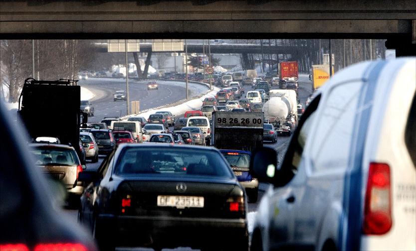 DATOKJØRING: Fra neste vinter vil Oslo byråd innføre datokjøring for å minke forurensningen i hovedstaden. Foto: Gorm Kallestad/ Scanpix